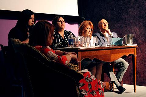 Periodistas de espectáculo y cultura ven su tarea como terapia para el pueblo